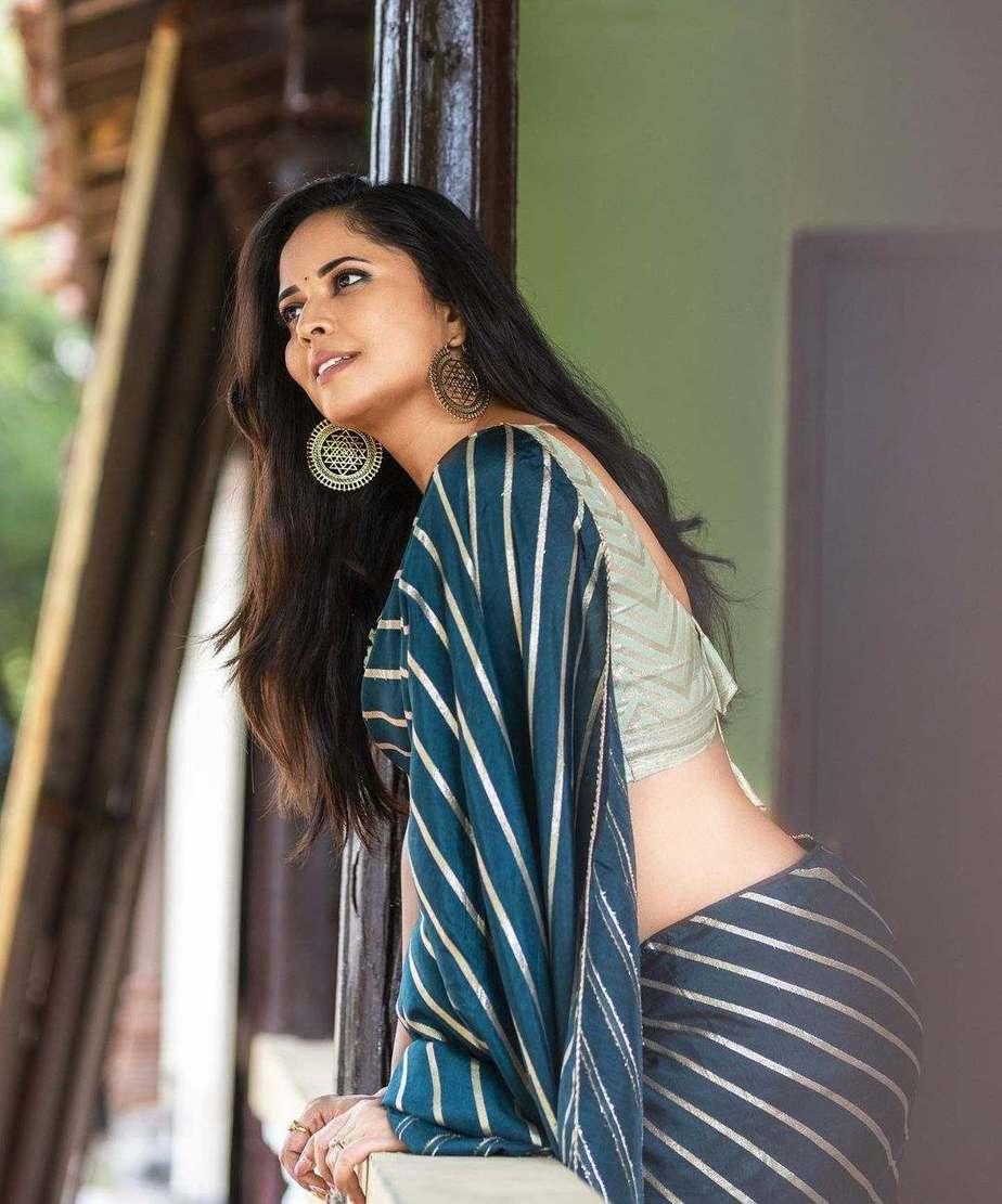Anasuya Bharadwaj in navy blue saree by Vaasavi couture for Jabardasth-2
