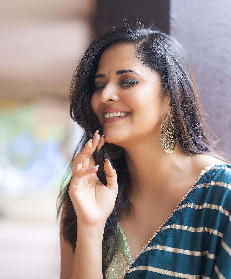 Anasuya Bharadwaj in navy blue saree by Vaasavi couture for Jabardasth-3