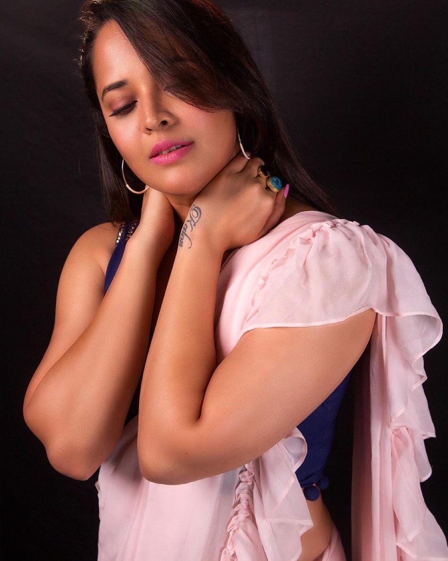 Anasuya Bharadwaj in peach saree by Vasavi couture for jabardasth-1