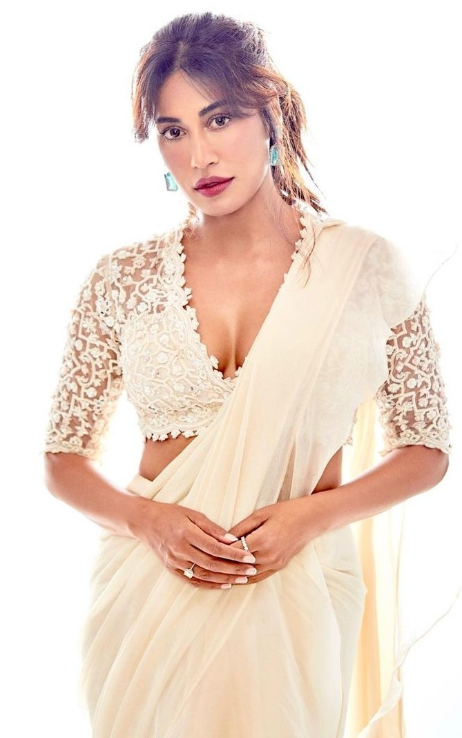 Chitrangda in off white Ridhi mehra pre draped saree for an event-1.1