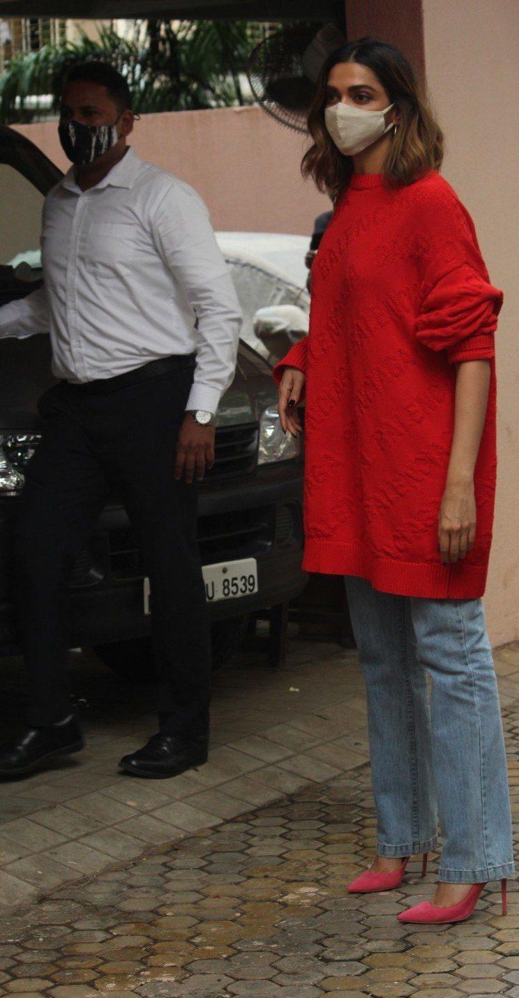 Deepika Padukone in red balenciaga sweat shirt outside bhansali's office-4