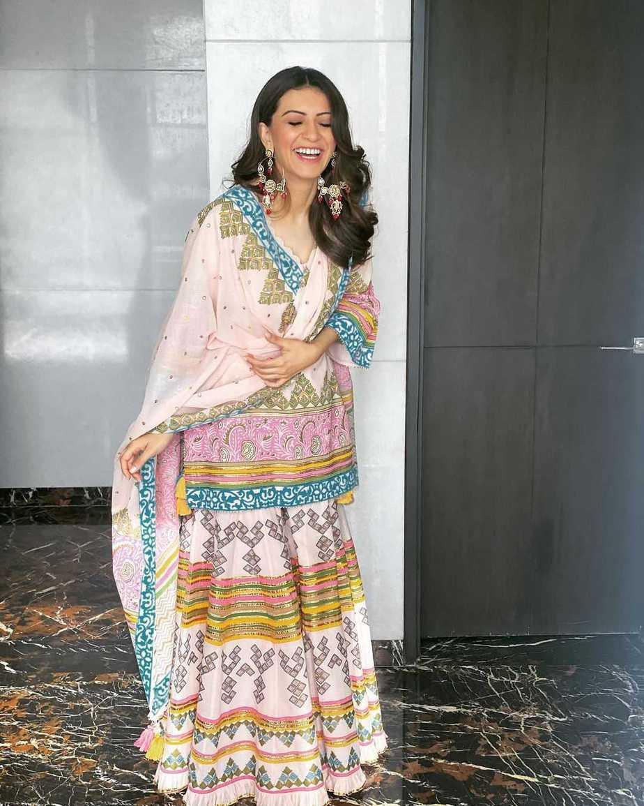 Hansika Motwani in a pink phulkari set by Sukriti and aakriti for my name is shruti puja-3