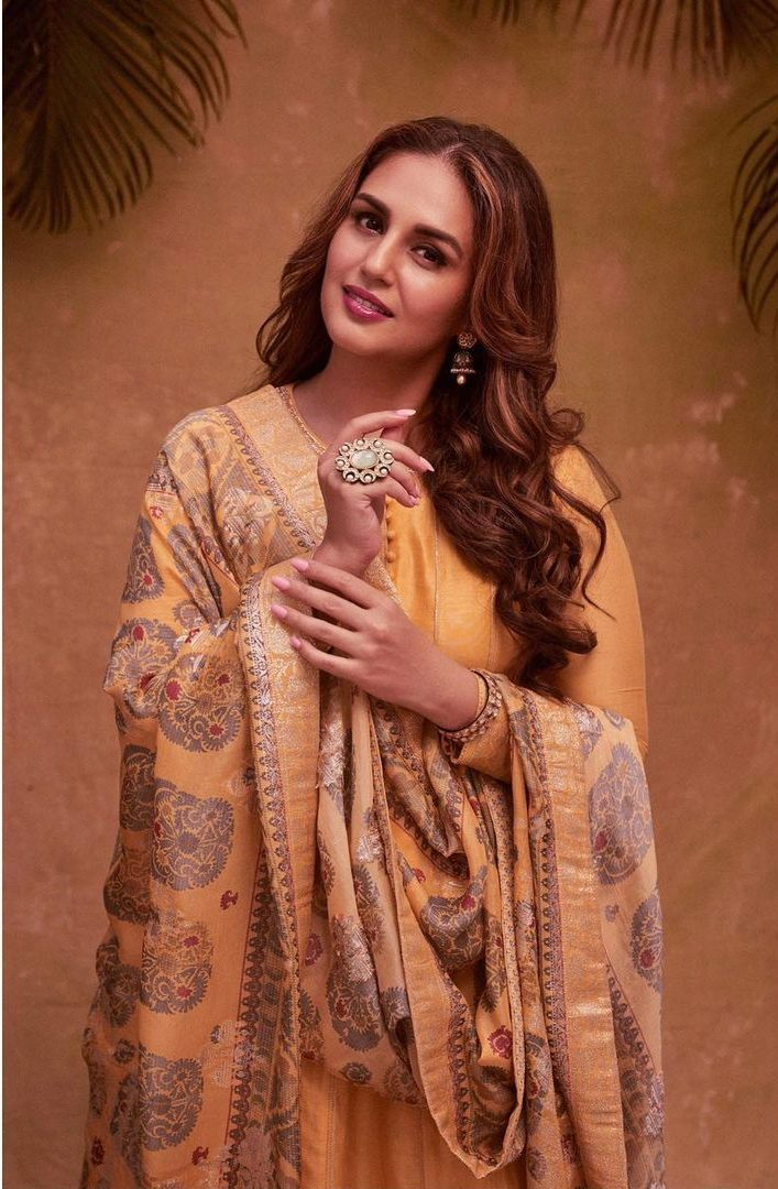 Huma qureshi in cadmium yellow anarkali by saundh for eid-1