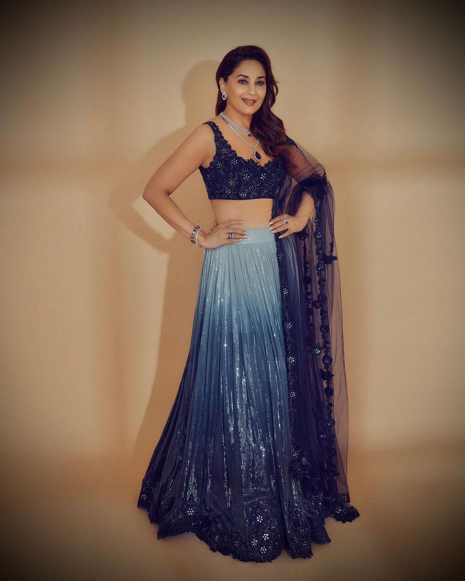 Madhuri dixit in navy blue lehnga by sawan gandhi for dance deewane-3
