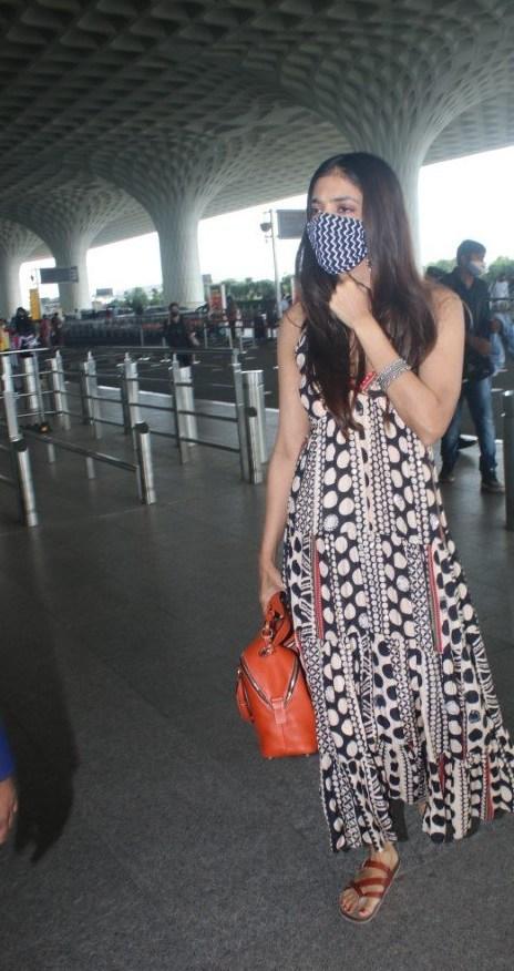 Malavika Mohanan at mumbai airport in shopverb dress-4