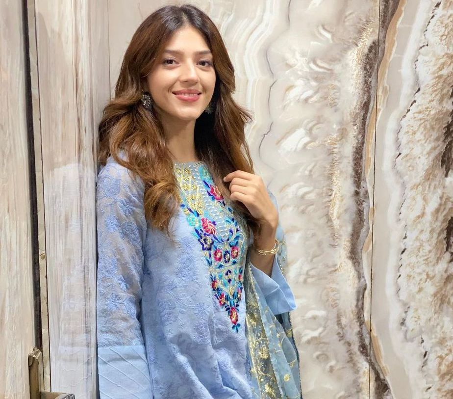 Mehreen Pirzada in Rj pret sky blue kurta set-3