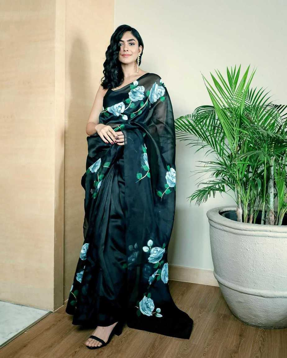 Mrunal Thakur in black picchika saree-2