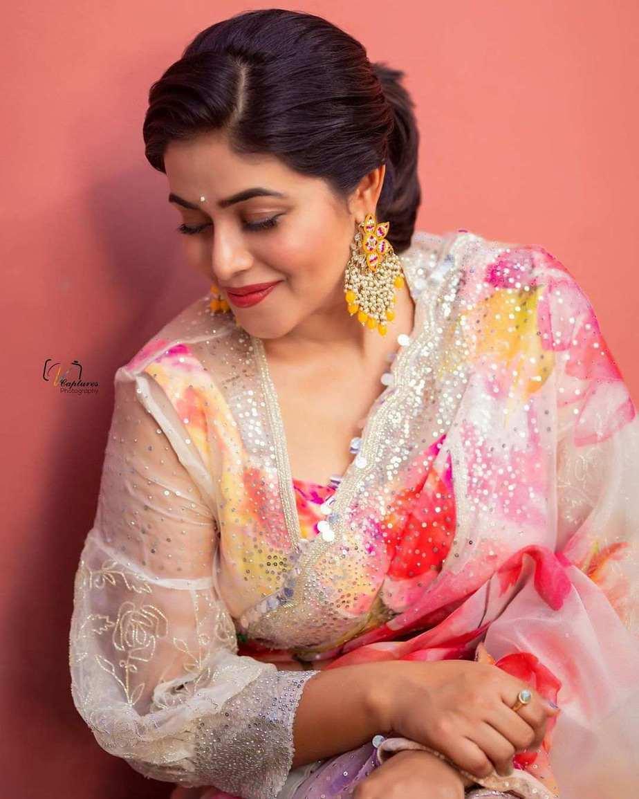 Poorna in brand mandir saree for dhee kings-2
