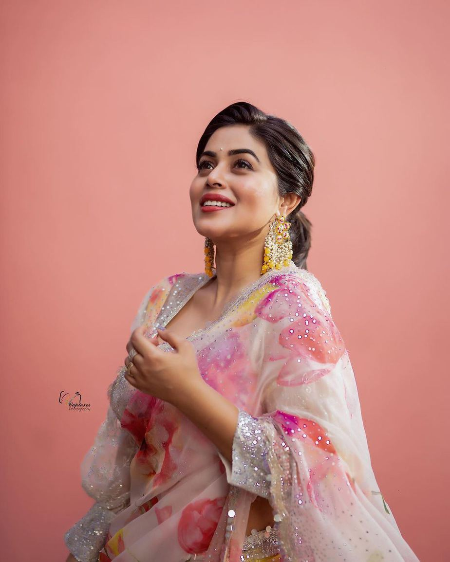 Poorna in brand mandir saree for dhee kings-3