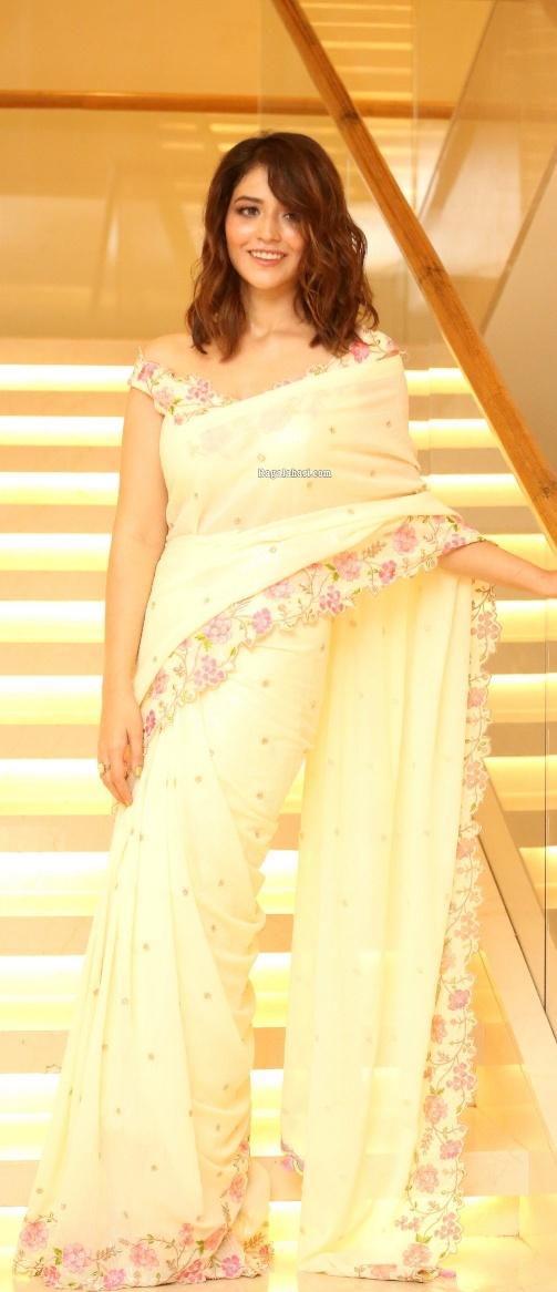 Priyanka Jawalkar in a cream saree at Thimmarusu pre-release event-2