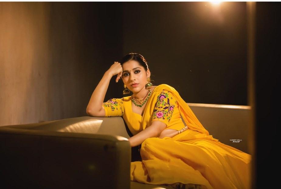 Rashmi Gautam in yellow lehenga by starry dreams for aashadamlo athakodallo-1.4