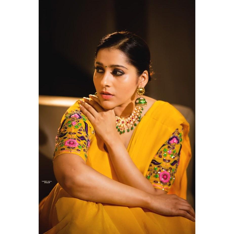 Rashmi Gautam in yellow lehenga by starry dreams for aashadamlo athakodallo-3
