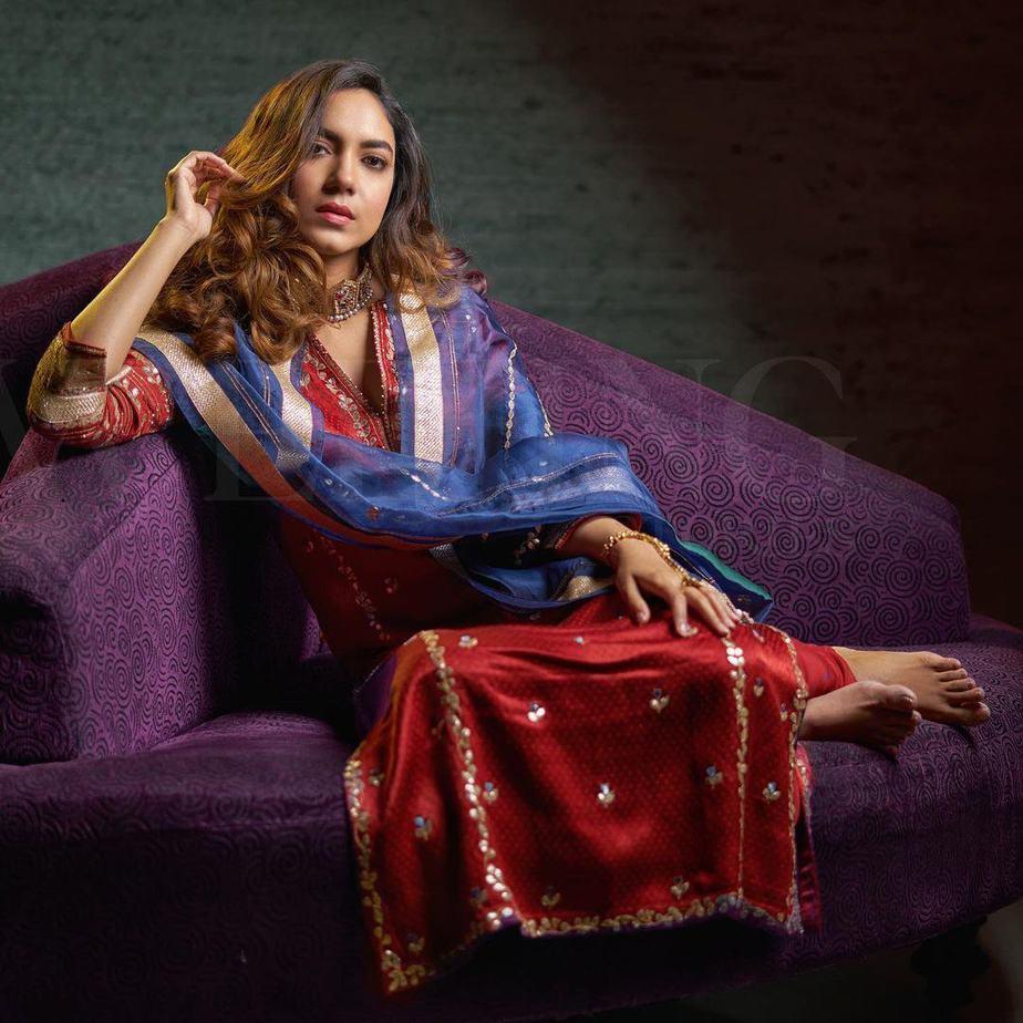 Ritu varma in devnaagri marron kurta set for wedding stories magazine-1