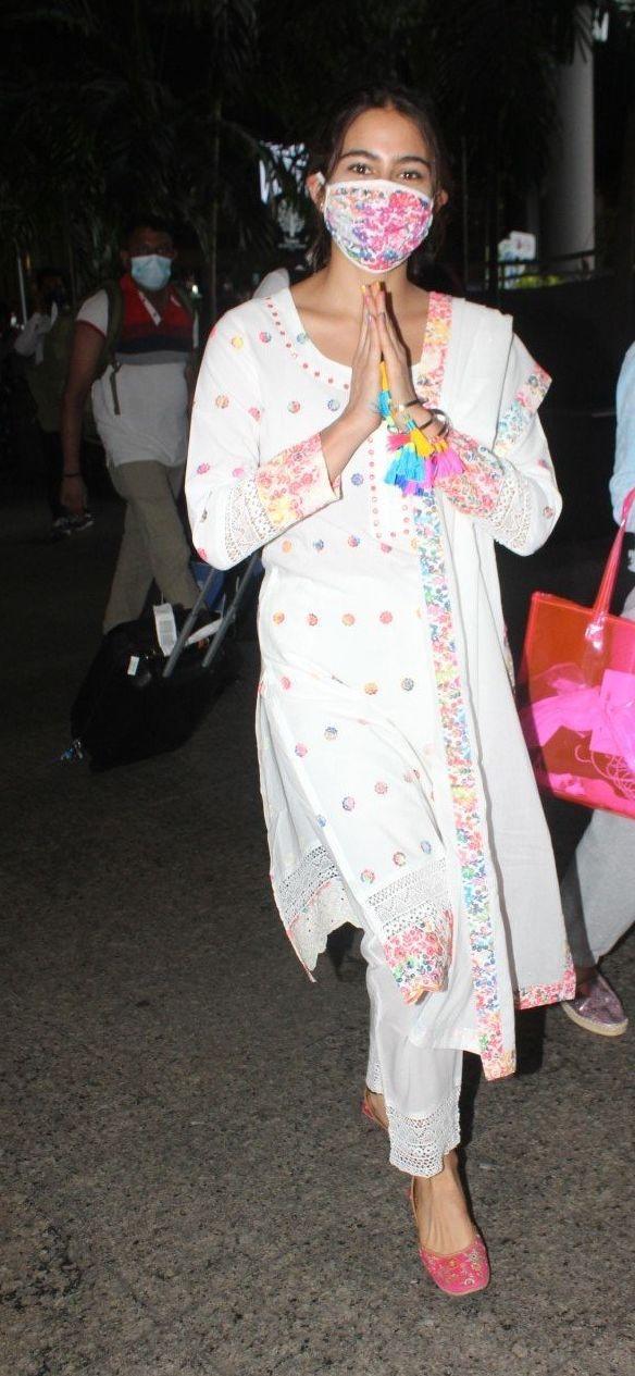 Sara ali khan in white kurta set at the airport