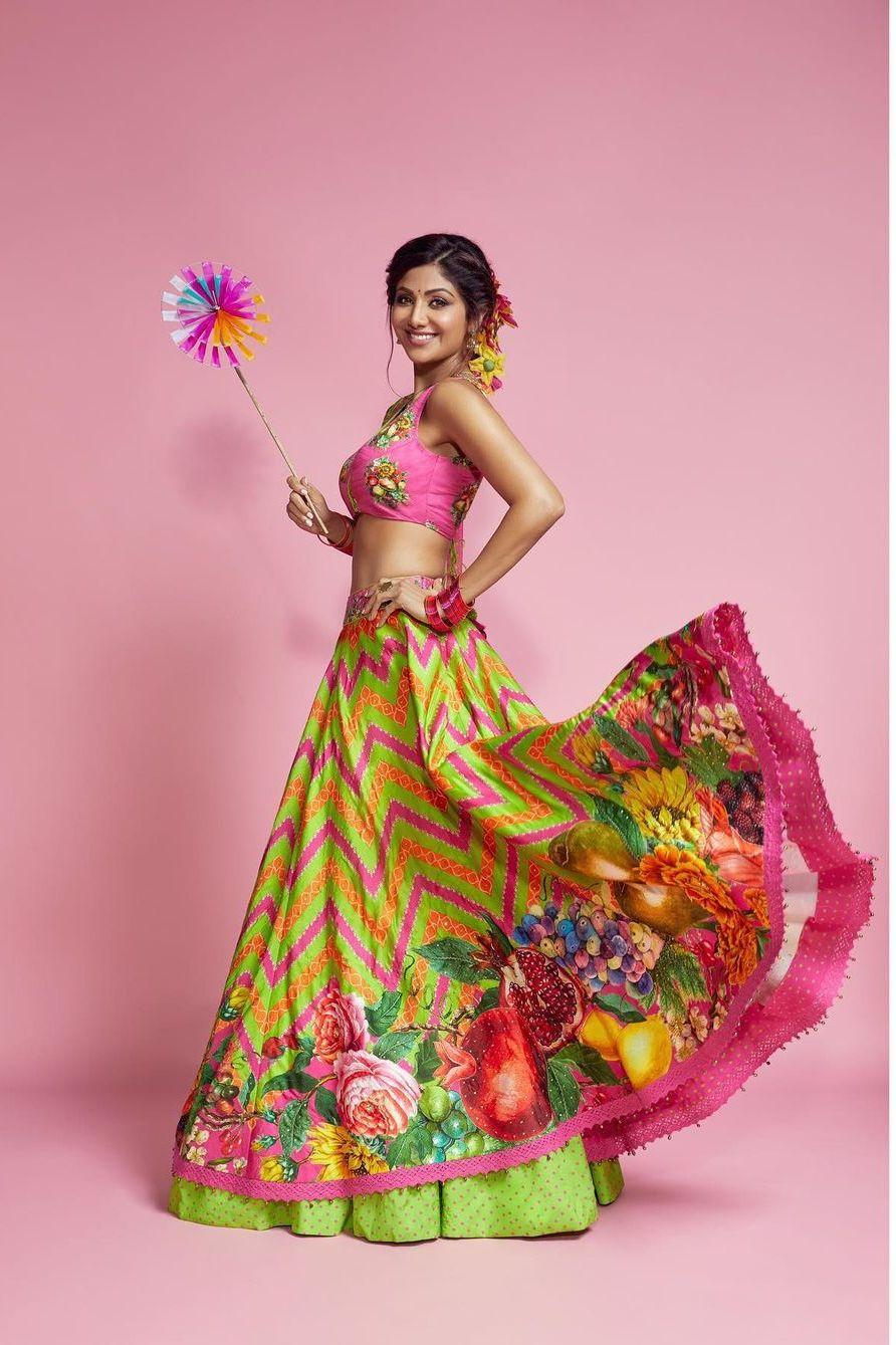 Shilpa Shetty in green Torani lehenga for Super Dancer 4