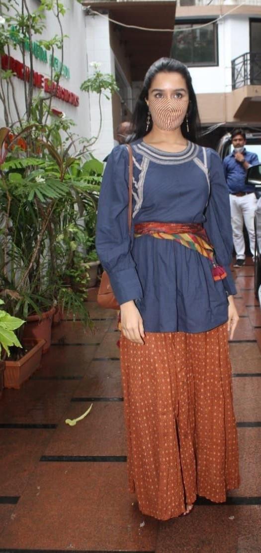 Shraddha Kapoor in palazzo set at director nikhil dwivedi's office-1