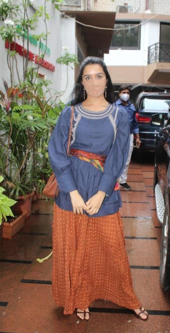 Shraddha Kapoor in palazzo set at director nikhil dwivedi's office-2