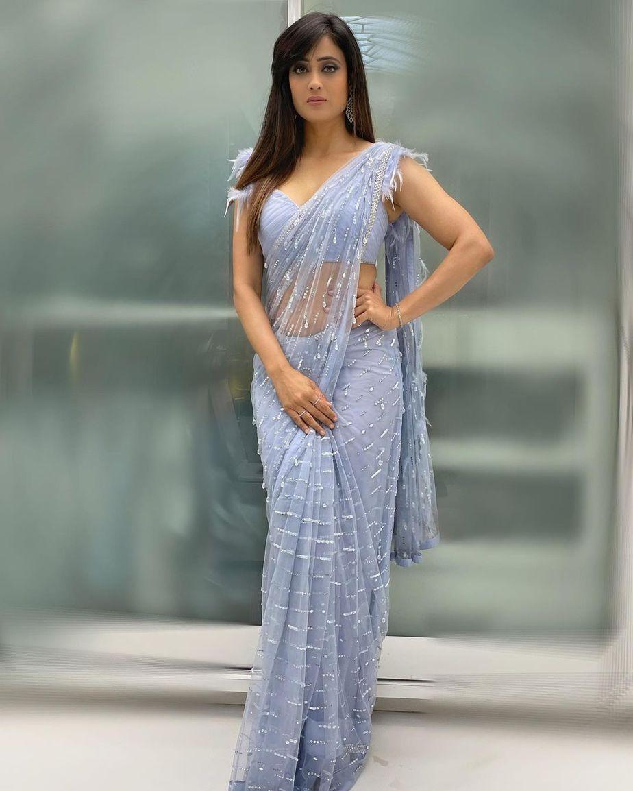 Shweta Tiwari in powder blue saree by pooja pejoria for rahul Vaidya's wedding-2