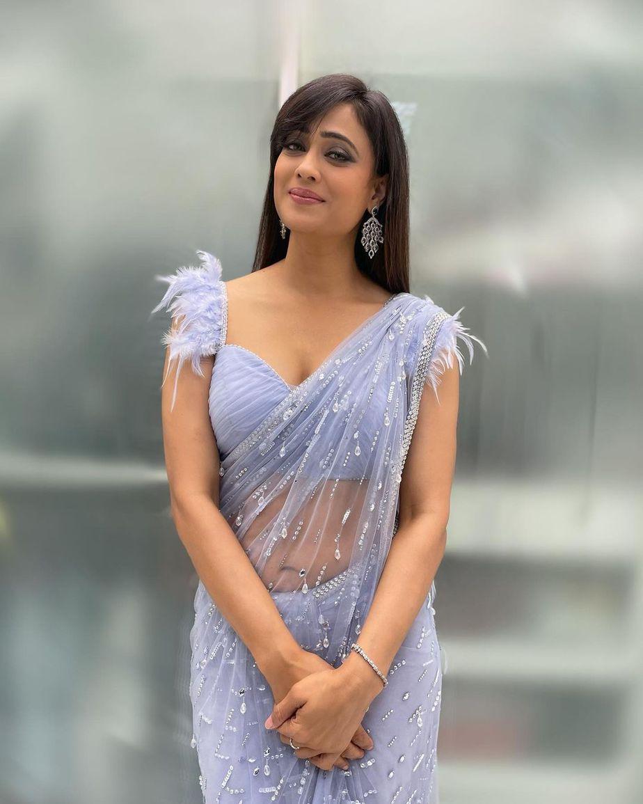 Shweta Tiwari in powder blue saree by pooja pejoria for rahul Vaidya's wedding