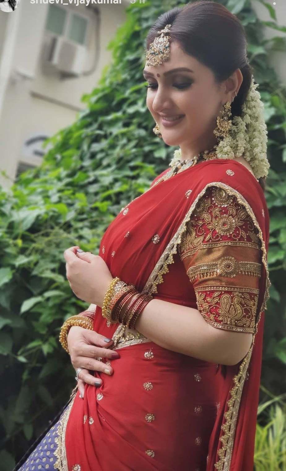 Sridevi vijaykumar in kowshiki couture half saree for comedy stars-4
