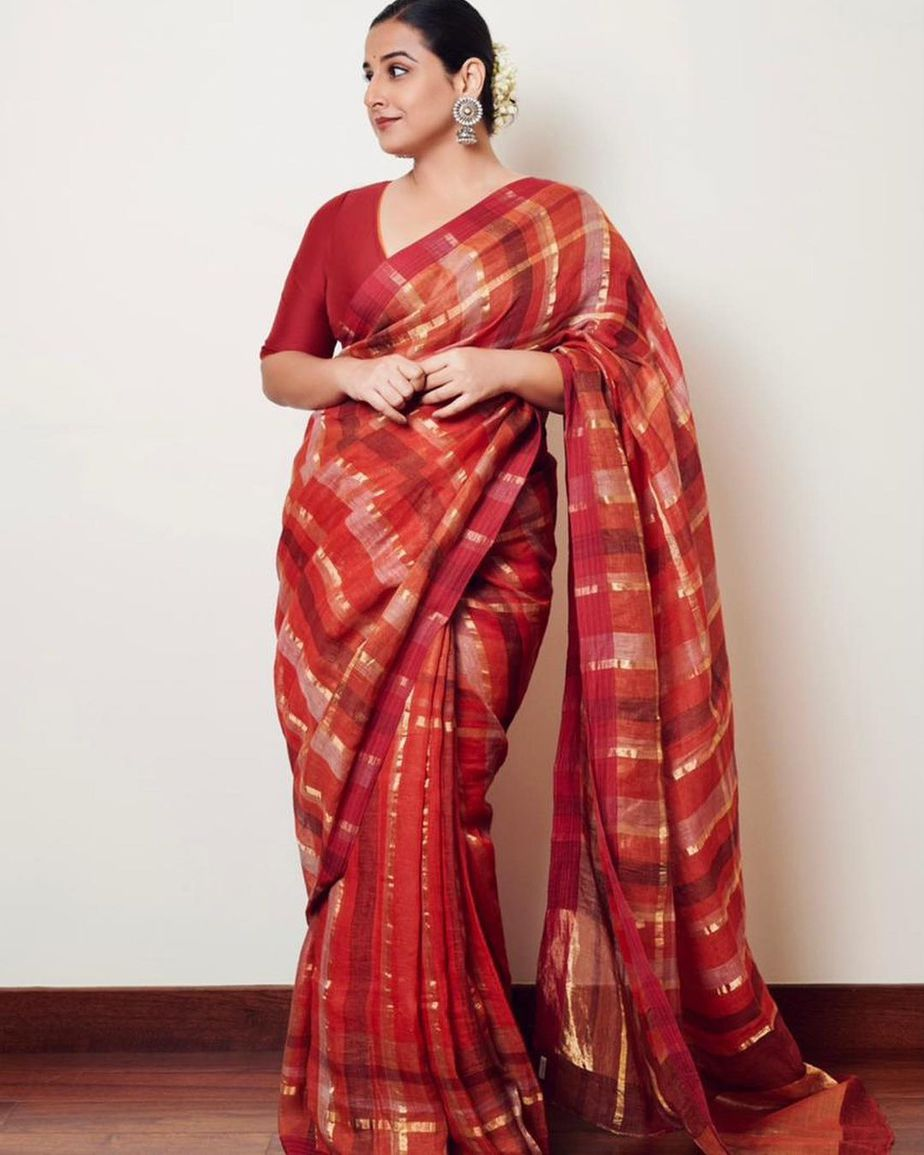 Vidya balan in red checkered saree by anavila for sherni promotions-1