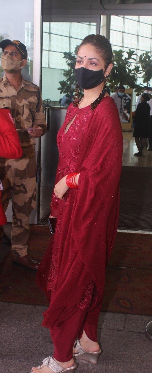 Yami Gautam in a red kurta set at the airport-3