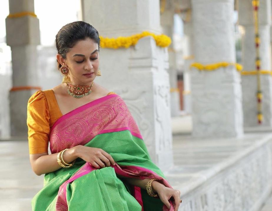 aishwarya arjun in bhargavi kunnam saree for her family temple opening day -2-2