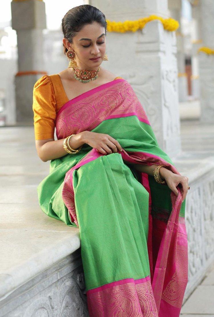 aishwarya arjun in bhargavi kunnam saree for her family temple opening day -2