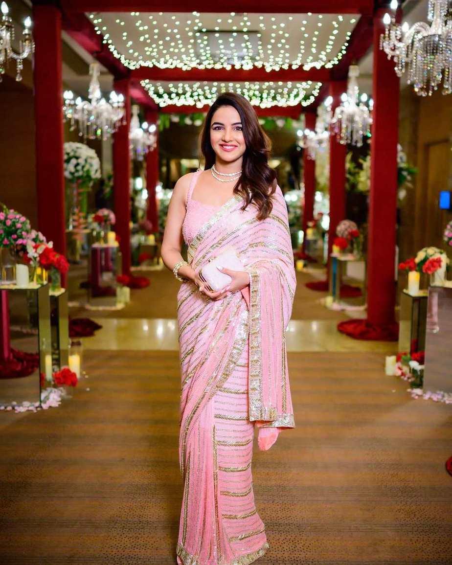 jasmin bhasin in pink soshai saree for dishul wedding-2