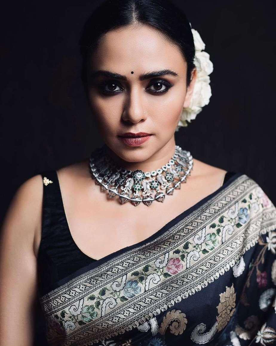 Amruta Khanvilkar in a black benrasi saree by Warp n weft-2