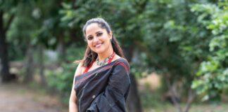 Anasuya Bharadwaj in a black saree for Jabardasth-2