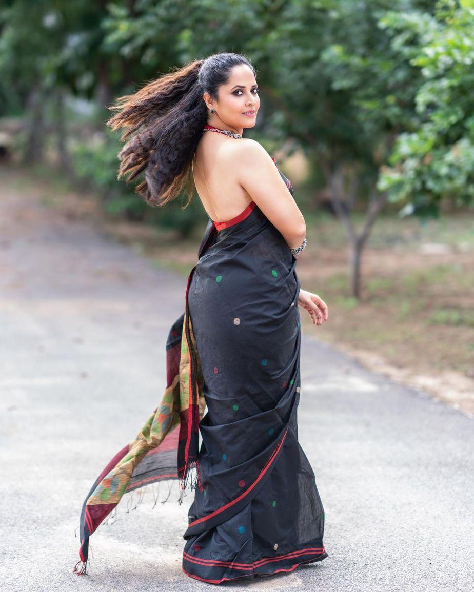 Anasuya Bharadwaj in a black saree for Jabardasth