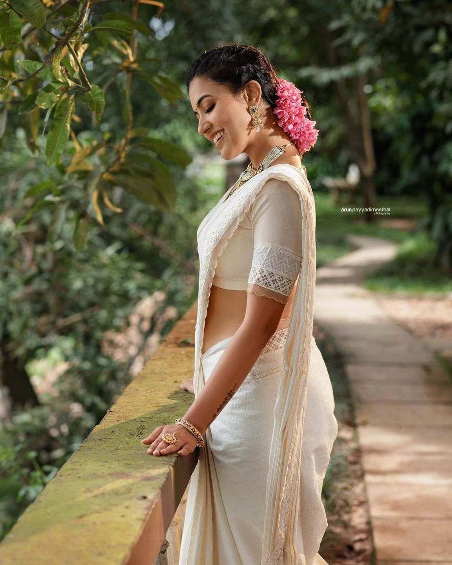 Anju Kurian in an ivory cotton saree by jugalbandhi for onam 2021-3