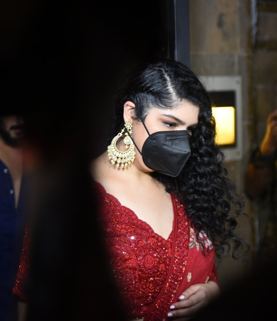 Anshula Kapoor in a red lehenga at rhea kapoor's wedding-3