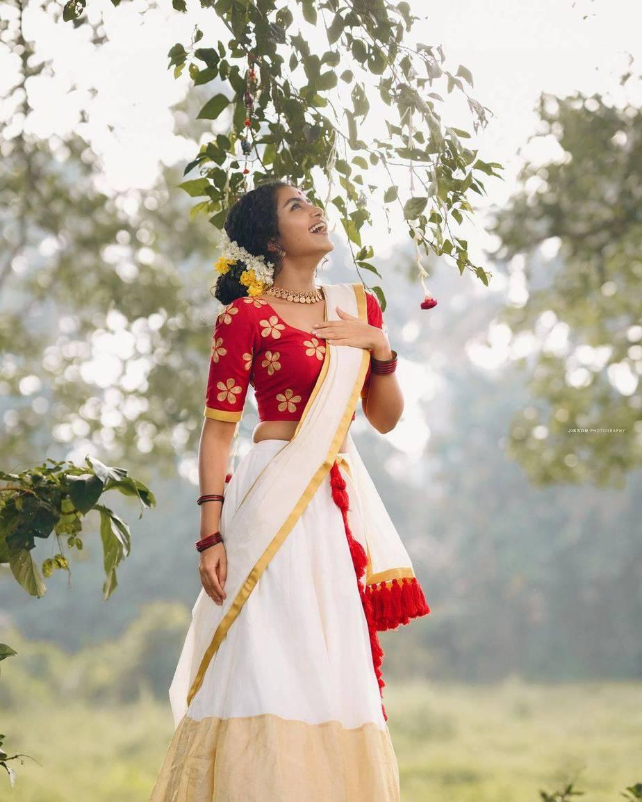 Anupama Parameshwaran in kasavyu half saree by Pranaah for onam 2021-1
