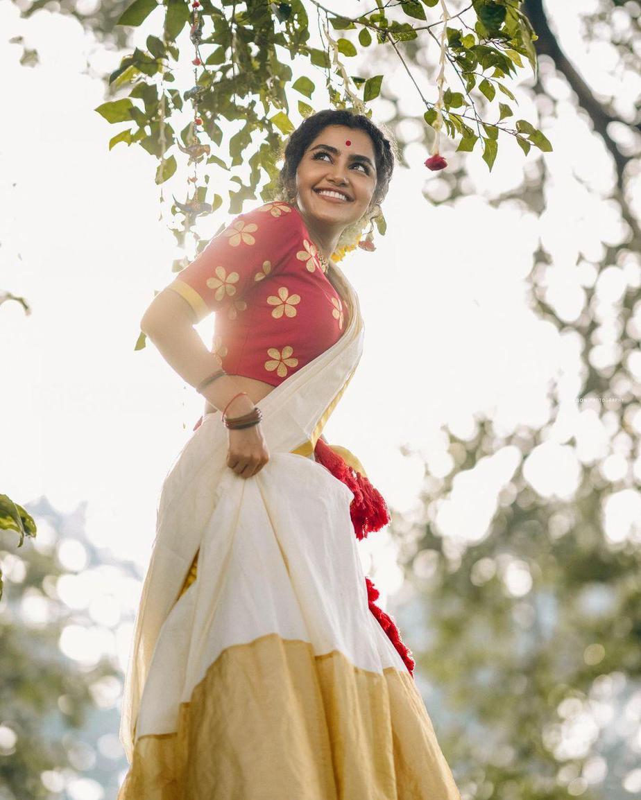 Anupama Parameshwaran in kasavyu half saree by Pranaah for onam 2021