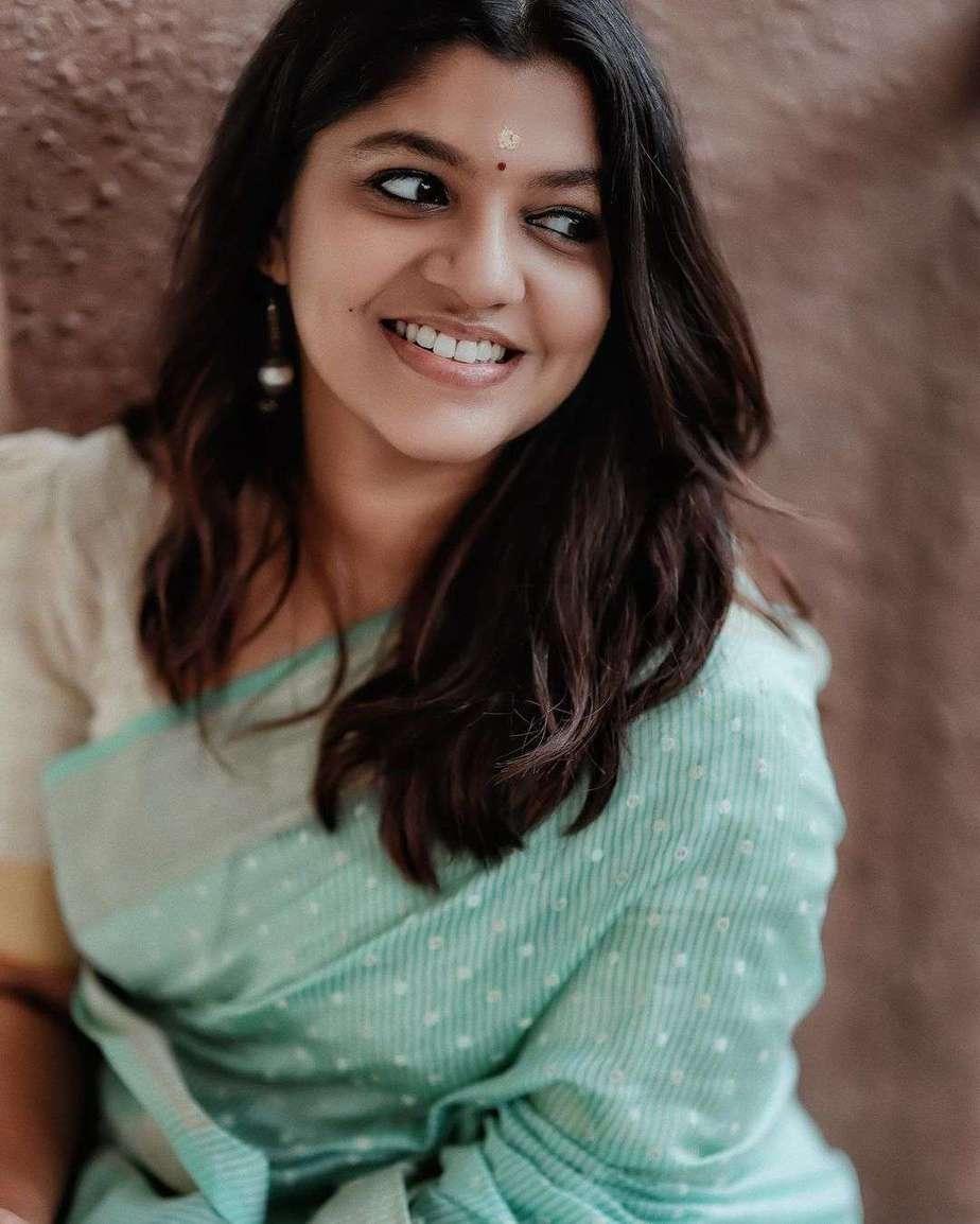 Aparna Balamurali in a baby blue saree by anika weaves-4