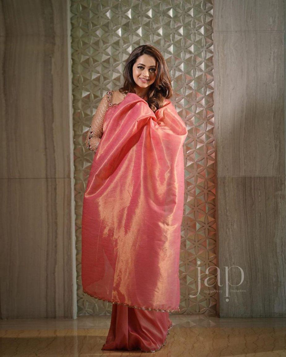 Bhavana Menon in a blush pink saree by Jeunee maree-2