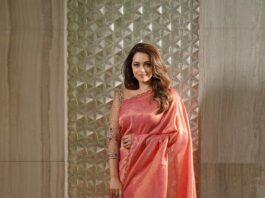 Bhavana Menon in a blush pink saree by Jeunee maree