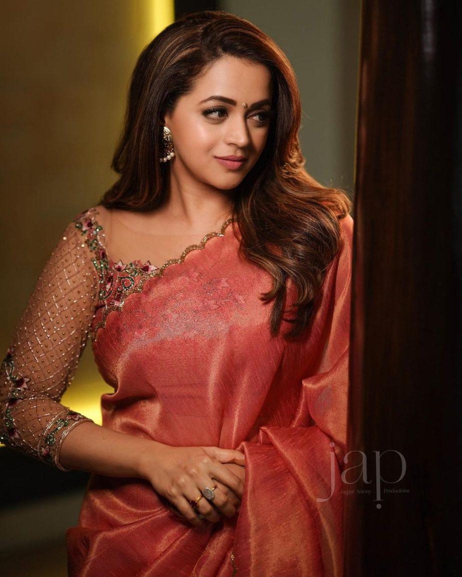 Bhavana Menon in a blush pink saree by Jeunee maree-3