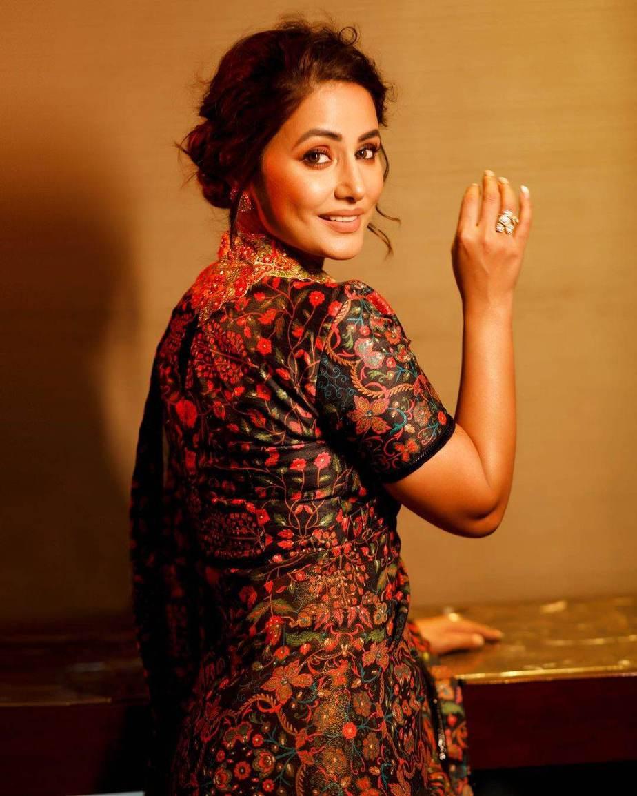 Hina Khan in a black ruffle saree by Rabani and Rakha-2