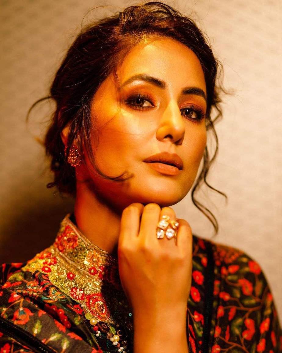 Hina Khan in a black ruffle saree by Rabani and Rakha-3