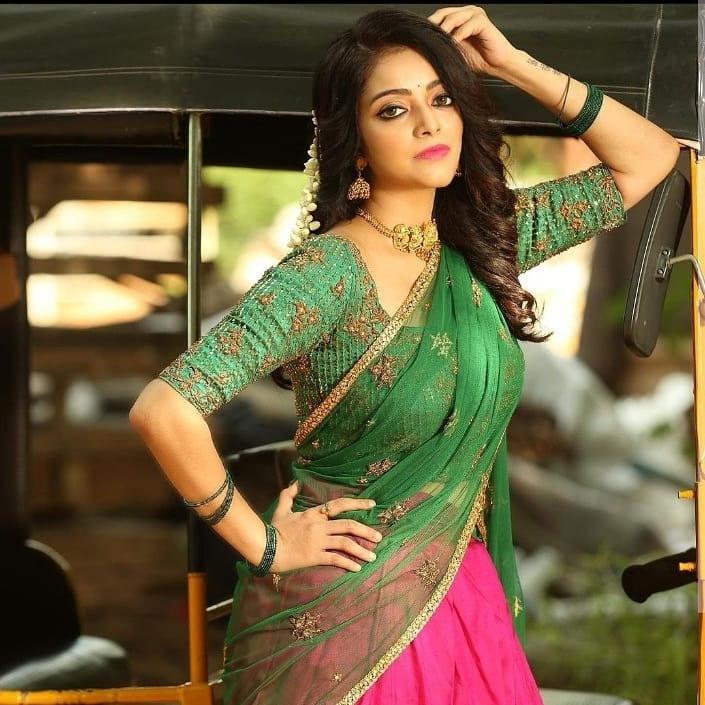 Janani iyer in pink green half saree by anju shankar-3