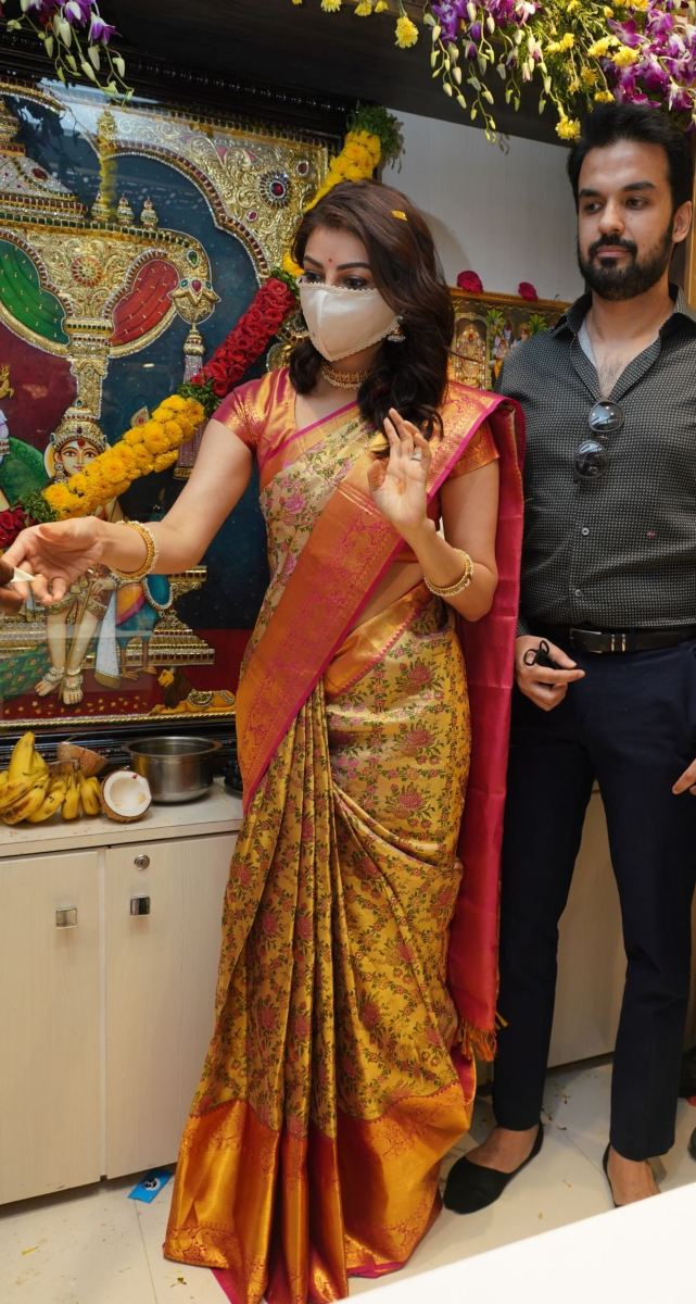 Kajal aggarwal in a pattu saree for a mall opening-1