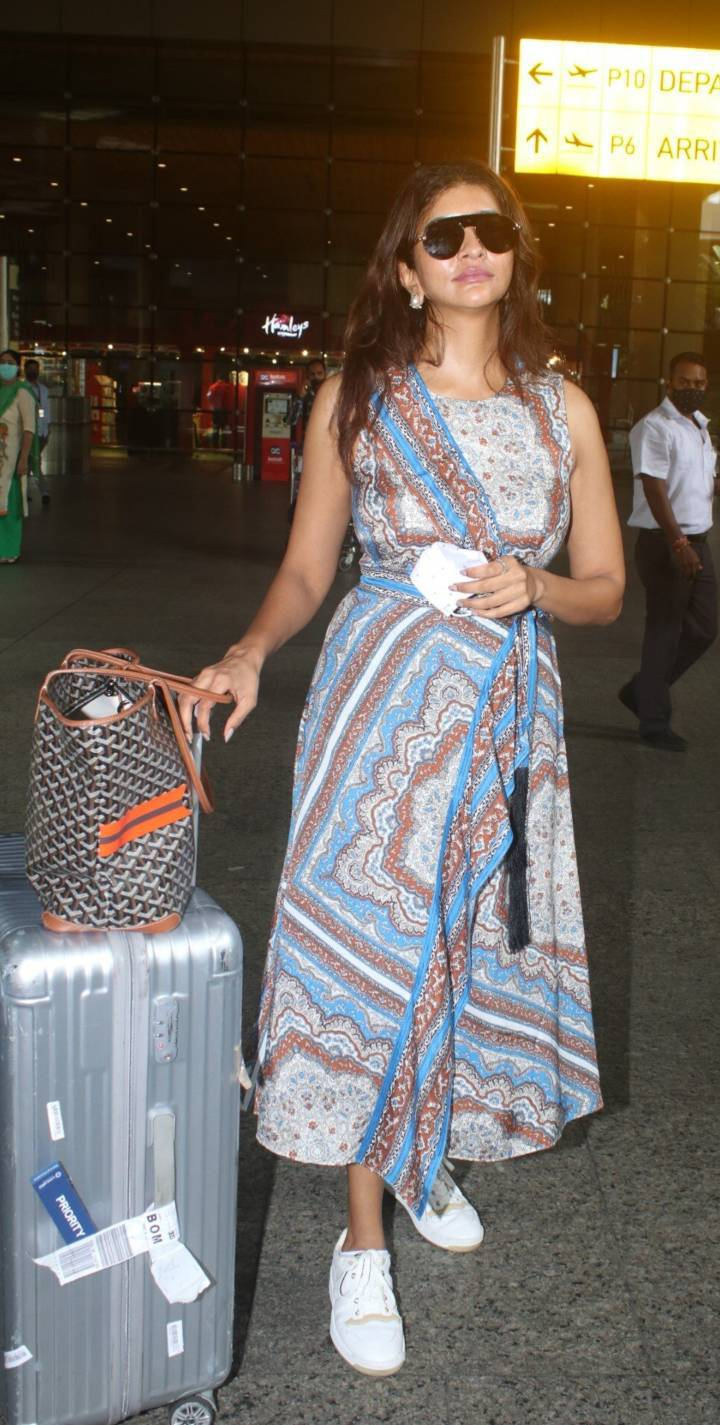 Lakshmi Manchu spotted at the airport in a wrap dress-3