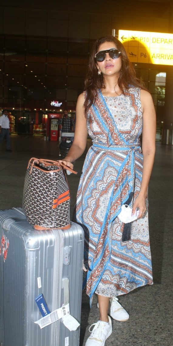 Lakshmi Manchu spotted at the airport in a wrap dress-4