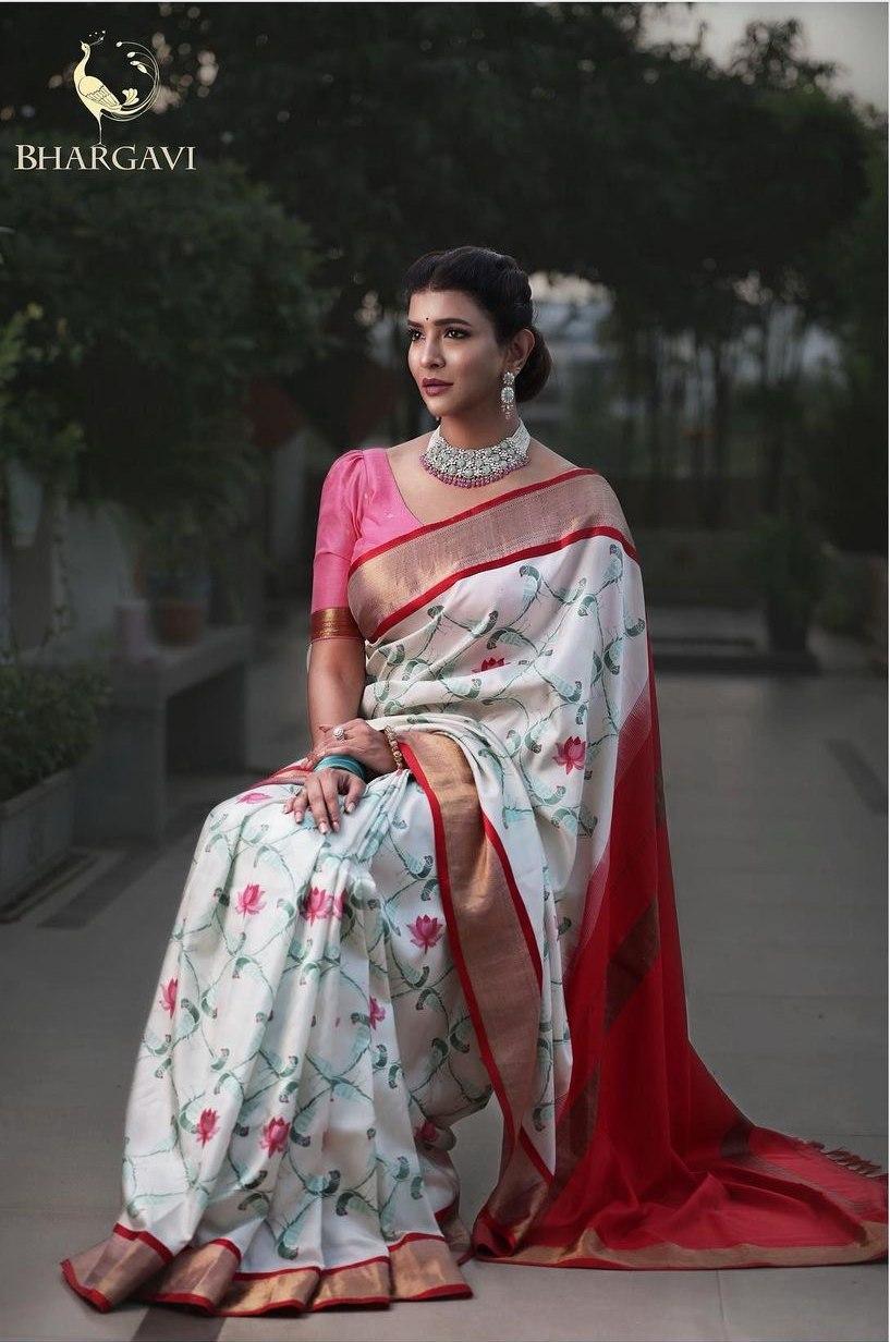 Lakshmi manchu in a white bhargavi kunnam saree-1