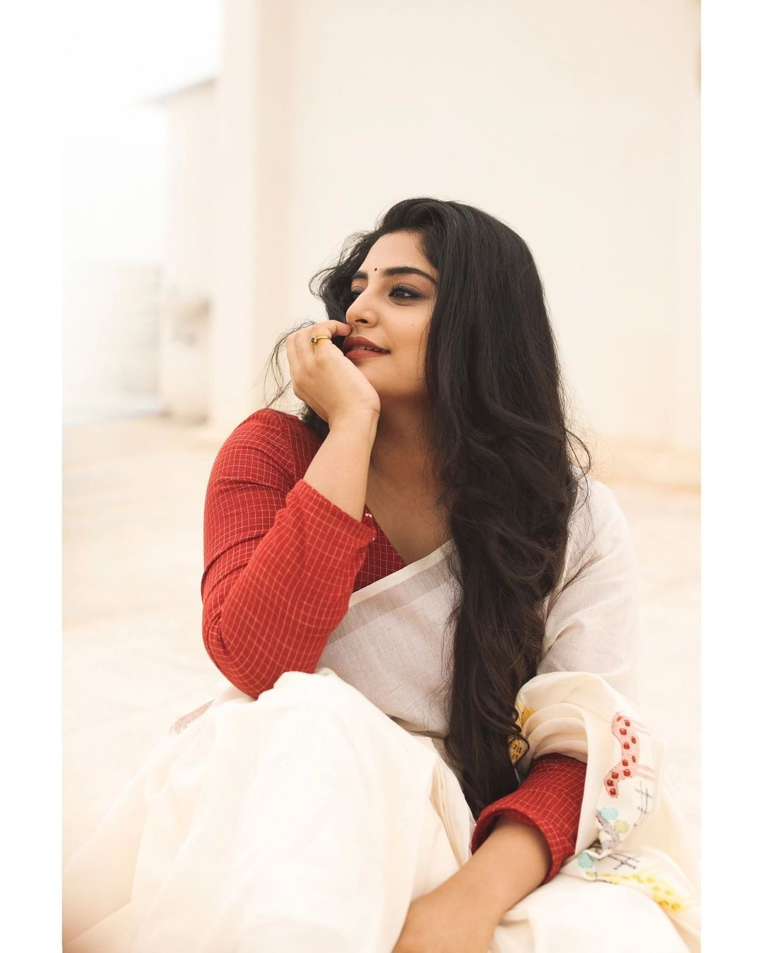 Manjima Mohan in a white saree by Wrii for onam 2021-4