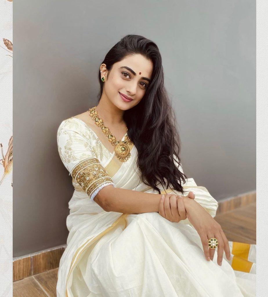 Namitha Pramod in kasavu saree by T and M signature for onam 2021-4