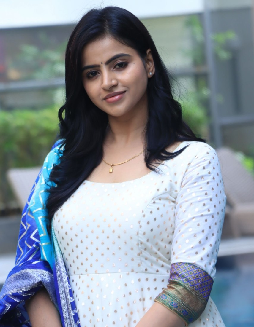 Naveena Reddy in white anarkali by Kadhambari for dear megha promotions-2